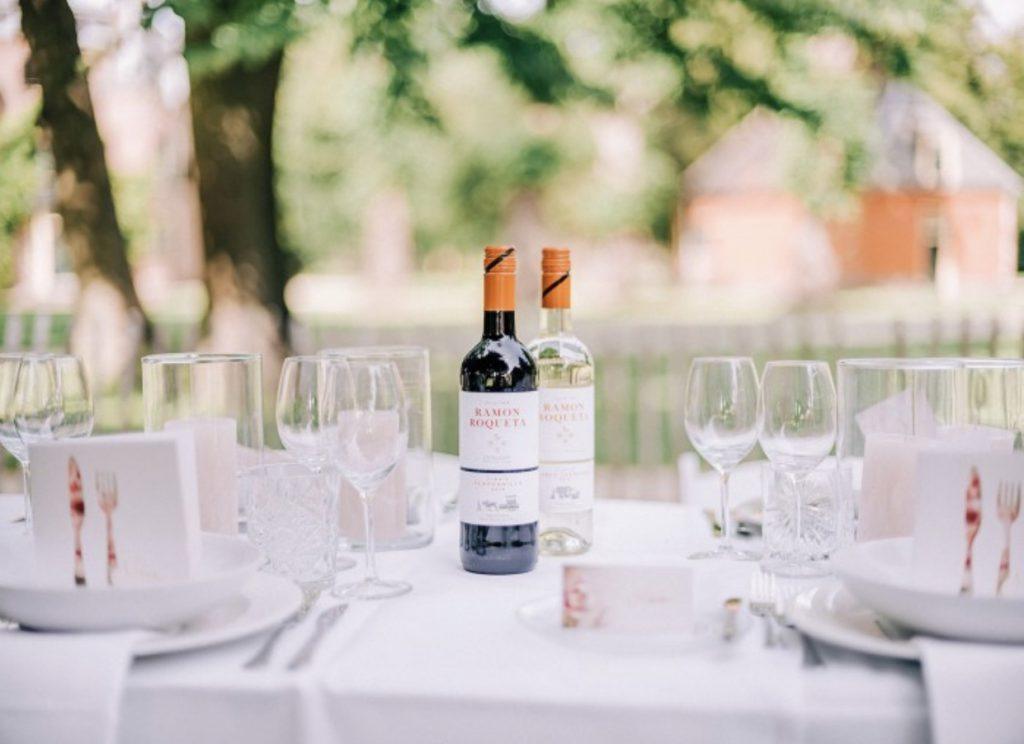 Mooie wijnen tijdens het huwelijksdiner te Kasteel Keukenhof