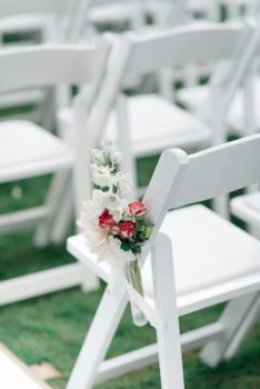Wedding chair met bloemdecoratie