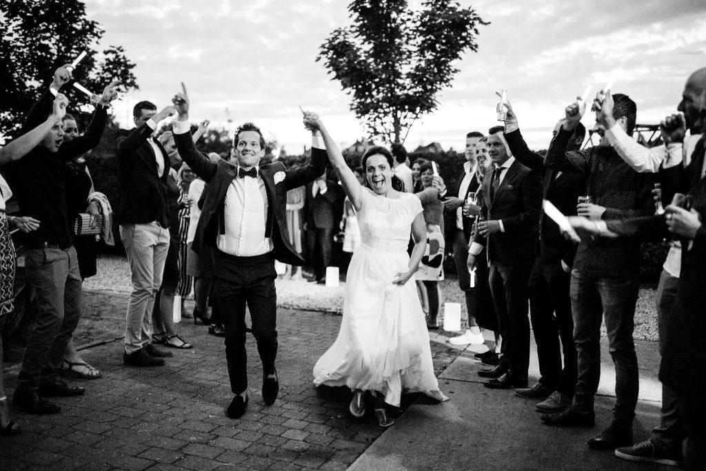 156jasper-hanneke-bruiloft-tuinbruiloft-trouwen-ineigentuin-journalistieke-tijdloze-trouwfotografie-echt-nononsense-min