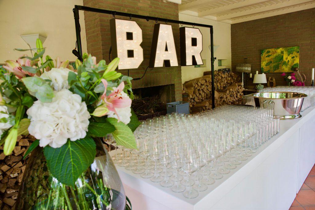Bar lichtletters wit